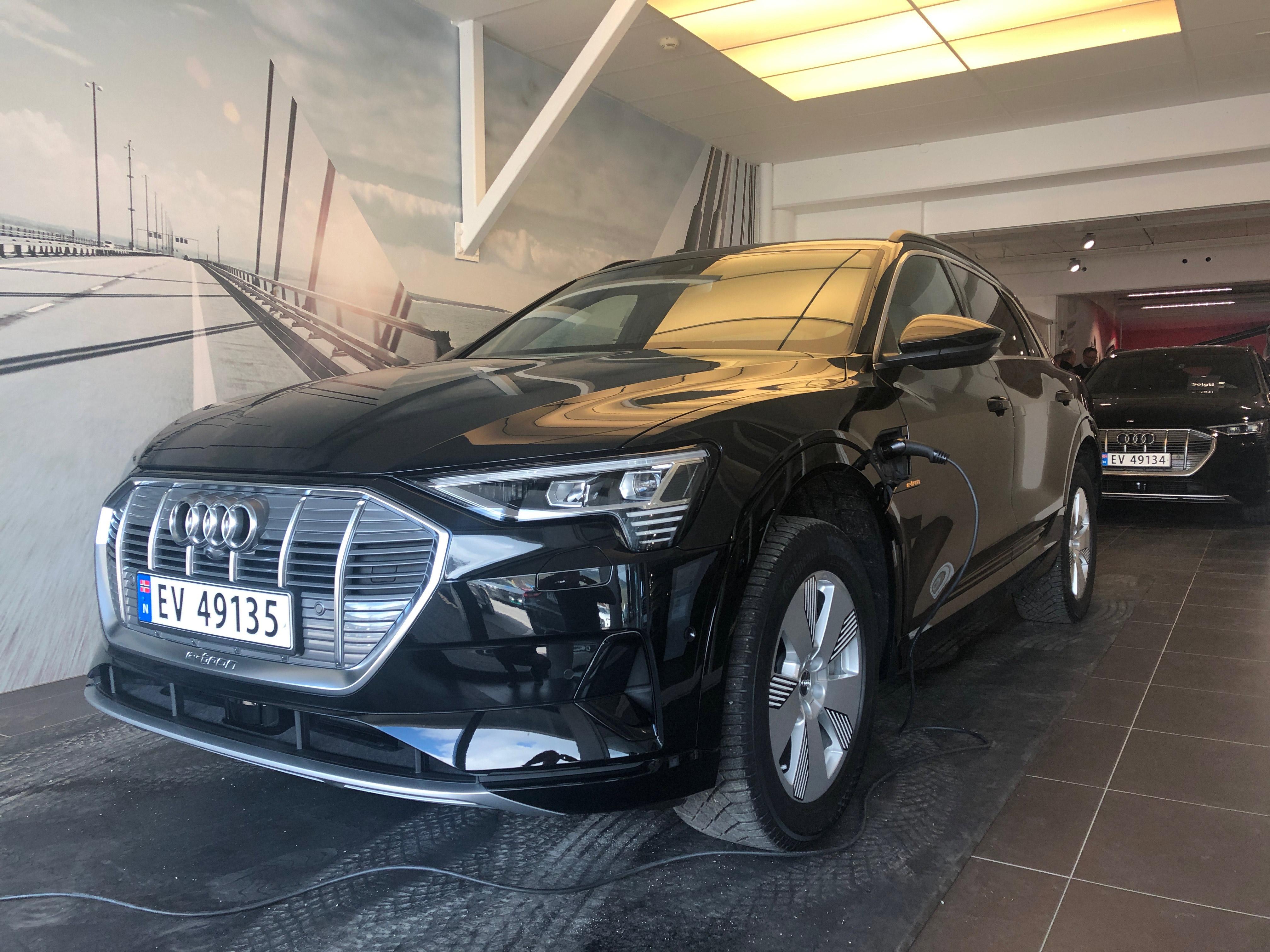 Første  Audi  e-tron  levert